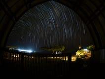 Stella-tracce sopra il parco nazionale di Komodo Fotografia Stock