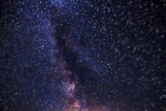 Stelle in cielo notturno, universo, Via Lattea, rumore nella foto, Altai, Siberia, Russia Immagine Stock