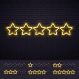 Stelle del neon cinque Lampade di neon illuminate dorate della stella sul muro di mattoni Illustrazione di lusso leggera di vetto illustrazione di stock