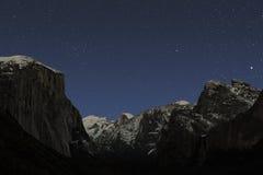 Stelle di inverno sopra la valle di Yosemite Fotografie Stock Libere da Diritti