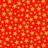 Stelle dorate luminose sui precedenti rossi Fotografie Stock Libere da Diritti