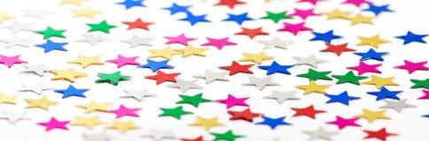stelle festive decorative su un fondo bianco Fotografia Stock