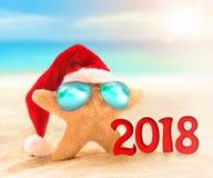 Stelle marine in cappello di Santa alla spiaggia 2018 Fotografia Stock Libera da Diritti
