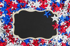 Stelle rosse, bianche e blu di U.S.A. con il fondo della lavagna Fotografia Stock Libera da Diritti