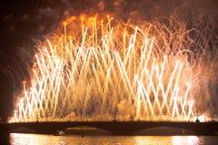 Stellen Scharlachrot Segel-während des weiße Nachtfestivals dar Lizenzfreie Stockfotografie