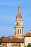 Stellen Sie auf dem Glockenturm der mittelalterlichen Kirche dar Lizenzfreies Stockbild