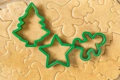 Stellen Sie die Teigschnitt Weihnachtszahlen bereit Stockfoto