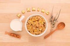 Stellen Sie ein gesundes Frühstück vereinbaren, Ihren Nutzens- für die Gesundheitvorabend zu haben ein Stockbild