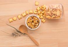Stellen Sie ein gesundes Frühstück vereinbaren, Ihren Nutzens- für die Gesundheitvorabend zu haben ein Lizenzfreies Stockbild