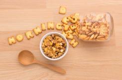 Stellen Sie ein gesundes Frühstück vereinbaren, Ihren Nutzens- für die Gesundheitvorabend zu haben ein Stockfoto