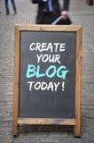 Stellen Sie eine Tafelplatte des Blogs heute im Freien her stockfotos