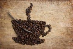 Stellen Sie einen Tasse Kaffee dar, der von den Bohnen hergestellt wird Stockbilder