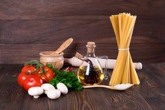 Stellen Sie für das Kochen von Teigwaren ein Lizenzfreie Stockbilder