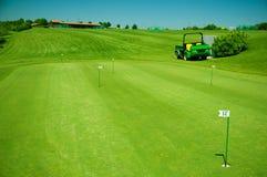 Stellen Sie für das Spielen des Golfs auf Lizenzfreie Stockbilder