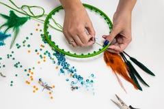 Stellen Sie für die Herstellung von einem Dreamcatcher, Perlen, Thread ein Stockfotografie