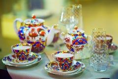 Stellen Sie für Tezeremonie ein schöne Schalen und Kessel für Tee Lizenzfreies Stockbild