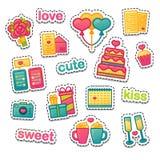 Stellen Sie Farbdesignikone für valnetine ` s Tag ein Romanic Symbol mit Kuchen, Herz, Blume und Paare überfallen Vektoraufkleber Lizenzfreie Stockbilder