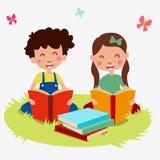 Stellen Sie Kinderkarikatur gelesenes Buch ein Stockfoto