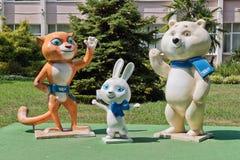 Stellen Sie Maskottchen der 2014 Olympics, des Gepards, des Kaninchens und des polaren dar Stockfoto