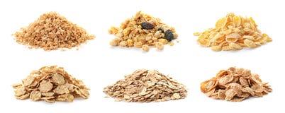 Stellen Sie mit Frühstückskost aus Getreide auf weißem Hintergrund ein stockfotos