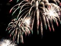 Stellen Sie mit großen bunten Feuerwerken dar Lizenzfreies Stockbild