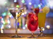 Stellen Sie mit verschiedenen Cocktails ein Lizenzfreie Stockbilder