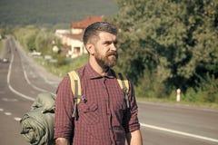 Stellen Sie Mode Jungen oder Mann in Ihrer Website gegenüber Manngesichtsporträt in Ihrem advertisnent Bärtige Hippie-Mannreise m lizenzfreies stockbild