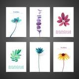 Stellen Sie Schablonendesignkarte mit Blumendekor ein Einladungssatz mit minimalem Design Dekor mit Blume, Anlage, Kraut luxus Lizenzfreie Stockfotos