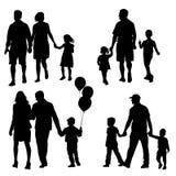 Stellen Sie Schattenbild der glücklichen Familie auf einem weißen Hintergrund ein Auch im corel abgehobenen Betrag Lizenzfreie Stockfotos