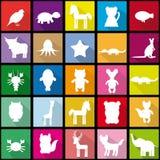 Stellen Sie Schattenbilder des nahtlosen Musters der Tiere in der modischen flachen Art ein Lizenzfreie Stockbilder