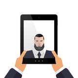Stellen Sie sich auf einer Tablette mit Hand-selfie dar Stockbilder