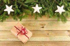 Stellen Sie sich, Niederlassungen von Weihnachtsbäumen und Weihnachtsdekorationen dar Stockbild