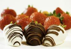 Stellen Sie sich Schokolade eingetauchte Erdbeere vor Stockbilder