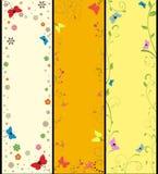 Stellen Sie Sommerfahnen mit Blumen und Schmetterlingen ein Stockfotografie