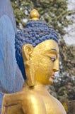 Stellen Sie Statue von Buddha an Swayambhunath-stupa Tempel in Kathmandu gegenüber Lizenzfreie Stockfotografie