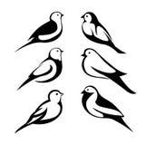 Stellen Sie stilisierte Schwarzschattenbildvögel ein vektor abbildung