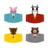 Stellen Sie Tiergeschäftsmänner ein Vieh im Kostüm Schwein im Geschäft Stockfoto