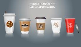 Stellen Sie vom Spott herauf realistische Kaffeetassebehälter, mit klarem Plastik in den Wegwerfschalen ein lizenzfreie stockfotos