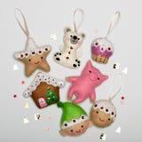 Stellen Sie von den handgemachten Weihnachtsbaumdekorationen ein, die vom Filz gemacht werden lizenzfreie stockbilder