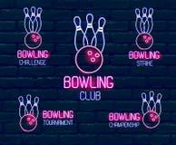 Stellen Sie von den Neonlogos in den rosa-blauen Farben mit Kegeln, Bowlingkugel Sammlung von 5 Zeichen für Winterbowlingspieltur vektor abbildung