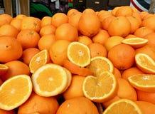 Stellen Sie von den Orangen im Markt ein stockbilder