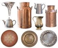Stellen Sie von den schönen antiken Einzelteilen, alte Platten, Teekannen, Milchdosen ein retro weinlese Getrennt auf wei?em Hint lizenzfreies stockbild