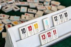 Stellen Sie von den Stücken eines Tischplattenspiels nannte Okey gespielt dachte die Türkei ein stockfoto