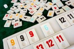 Stellen Sie von den St?cken eines Tischplattenspiels nannte Okey gespielt dachte die T?rkei ein lizenzfreie stockbilder