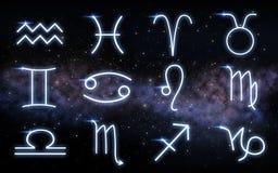 Stellen Sie von den Sternzeichen über nächtlichem Himmel und Galaxie ein lizenzfreie stockbilder