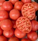 Stellen Sie von den Tomaten im Markt ein lizenzfreie stockbilder