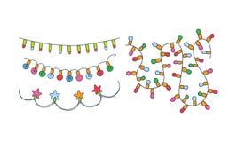 Stellen Sie von den verschiedenen Weihnachtsgirlanden ein Bunte Feiertags-Leuchten Festliche Dekorationen Hand gezeichnetes Vekto vektor abbildung