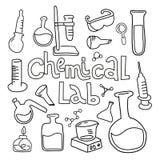 Stellen Sie von der Laborausstattung in der schwarzen weißen umrissenen Gekritzelart ein Handgezogene kindische Chemie und Wissen vektor abbildung