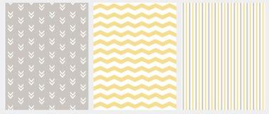 Stellen Sie von 3 geometrischen nahtlosen Vektor-Mustern ein Grauer, weißer und gelber Entwurf Chevron, Streifen und abstrakte Pf lizenzfreie abbildung