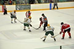 Stellen Sie weg im Eis-Hockey-Spiel gegenüber Stockfotografie